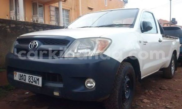 Buy Used Toyota Hilux White Car in Arua in Uganda