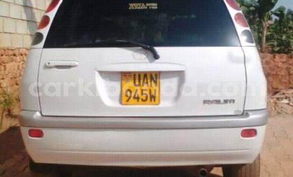Gura Yakoze Toyota Raum White Imodoka i Kampala mu Uganda
