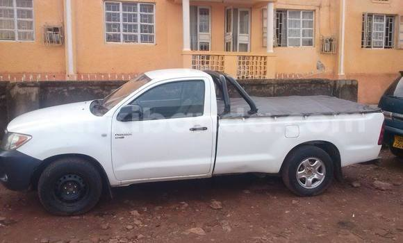 Buy Used Toyota Hilux White Car in Arua in Uganda