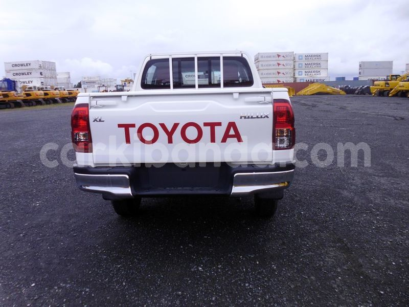 Big with watermark 2016 toyota hilux hilx