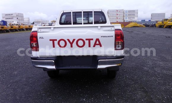 Medium with watermark 2016 toyota hilux hilx