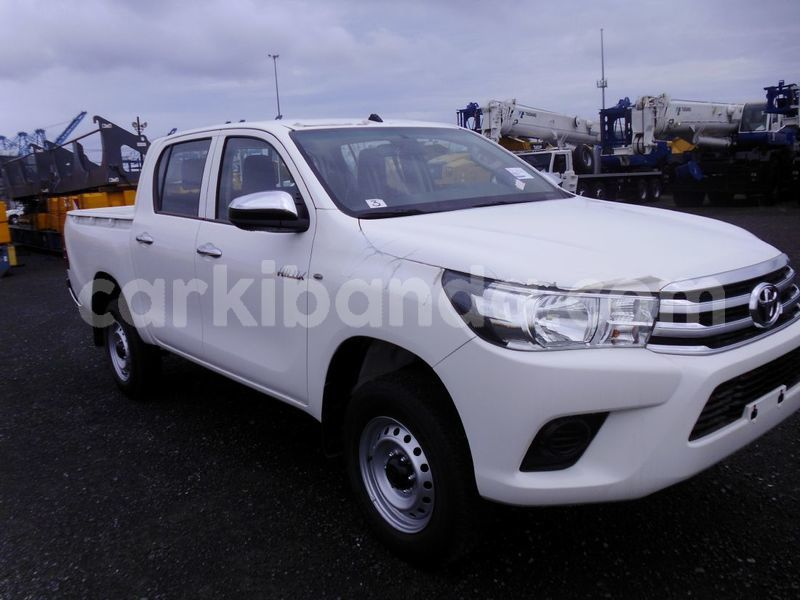 Big with watermark 2016 toyota hilux
