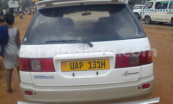 Buy Used Toyota Epsun Beige Car in Kampala in Uganda