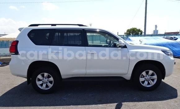 Acheter Occasion Voiture Toyota Land Cruiser Prado Blanc à Kampala, Ouganda