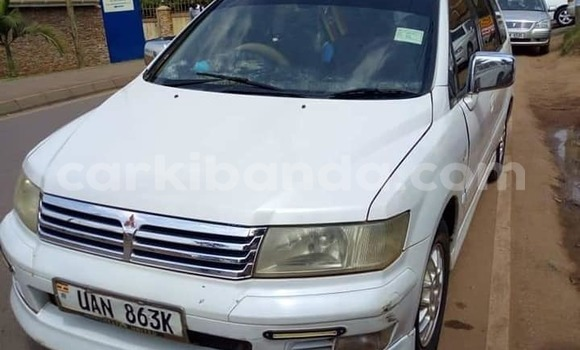 Buy Used Mitsubishi Chariot White Car in Kampala in Uganda