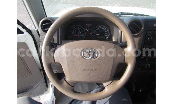 Buy Import Toyota Land Cruiser White Car in Import - Dubai in Uganda