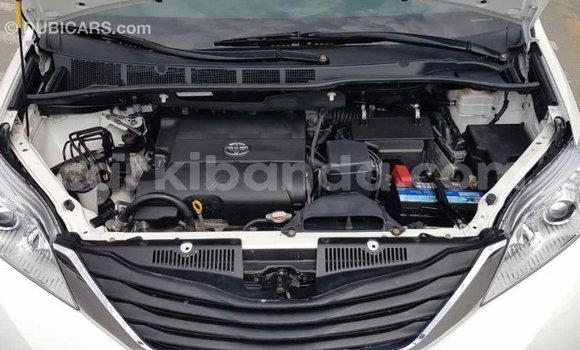 Buy Import Toyota Sienna White Car in Import - Dubai in Uganda