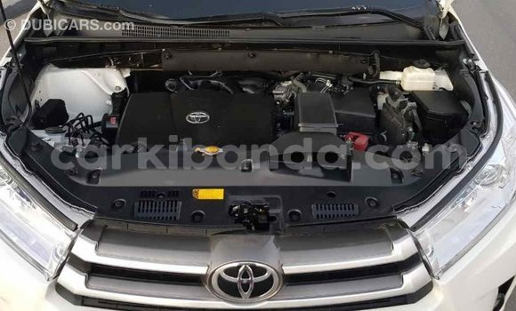 Buy Import Toyota Highlander White Car in Import - Dubai in Uganda
