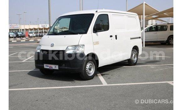 Acheter Importé Voiture Daihatsu Sirion Blanc à Import - Dubai, Ouganda