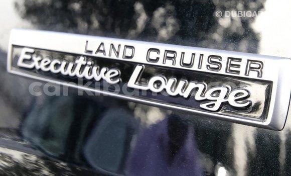Gura Imported Toyota Land Cruiser Black Imodoka i Import - Dubai mu Uganda