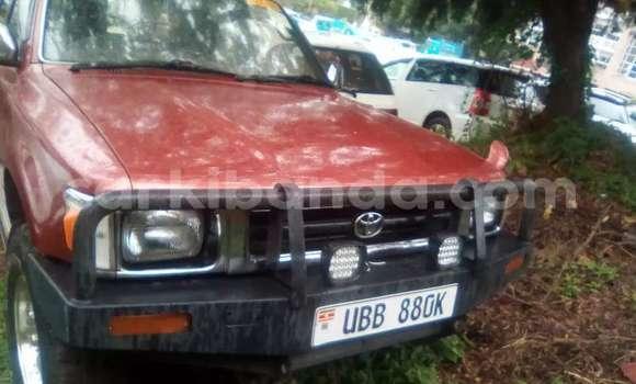 Nunua Mpya Toyota Hilux Nyekundu Gari ndani ya Kampala nchini Uganda