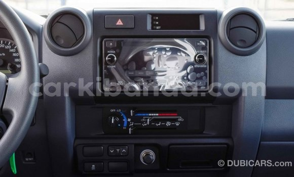 Acheter Importé Voiture Toyota Pickup Blanc à Import - Dubai, Ouganda