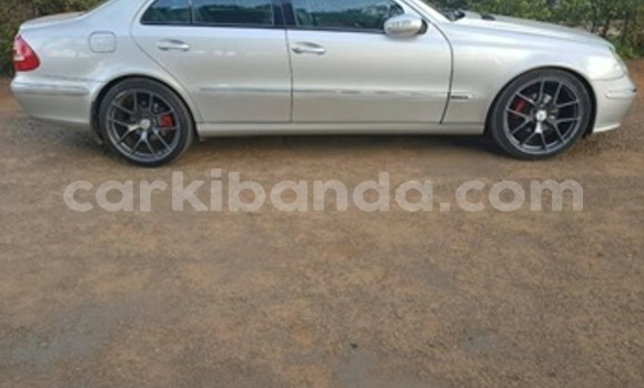 Acheter Occasion Voiture Mercedes‒Benz E–Class Gris à Kampala, Ouganda