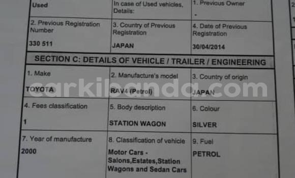 Gura Yakoze Toyota RAV4 Silver Imodoka i Kampala mu Uganda