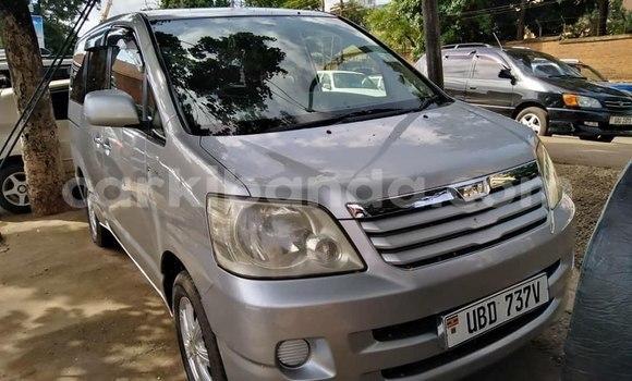 Acheter Occasion Voiture Toyota Noah Gris à Kampala, Ouganda