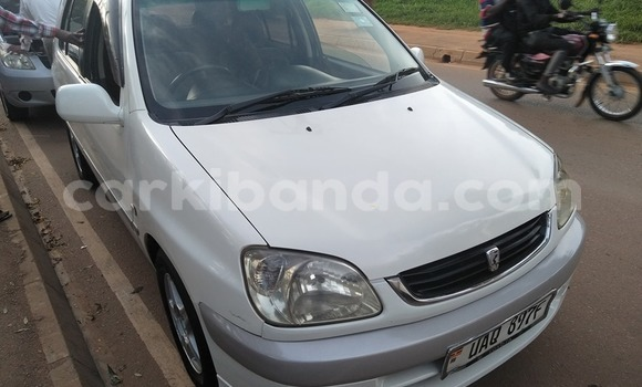 Acheter Occasion Voiture Toyota Raum Blanc à Kampala, Ouganda