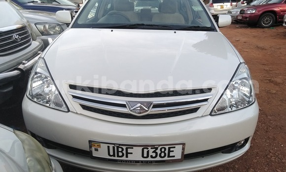 Acheter Occasion Voiture Toyota Allion Blanc à Kampala, Ouganda