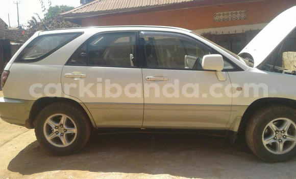 Buy Used Toyota Harrier White Car in Arua in Uganda