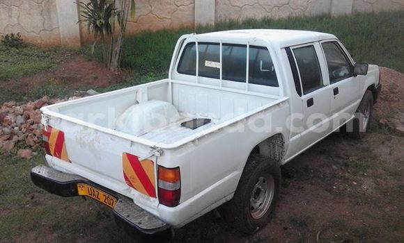 Buy Used Mitsubishi L200 White Car in Kampala in Uganda