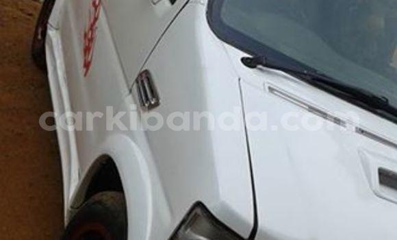 Nunua Ilio tumika Suzuki Wagon Nyeupe Gari ndani ya Kampala nchini Uganda