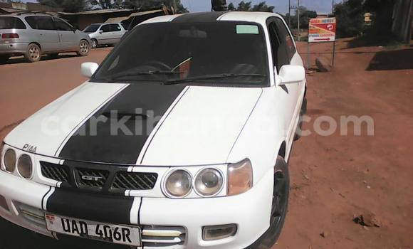 Buy Used Toyota Starlet White Car in Kampala in Uganda