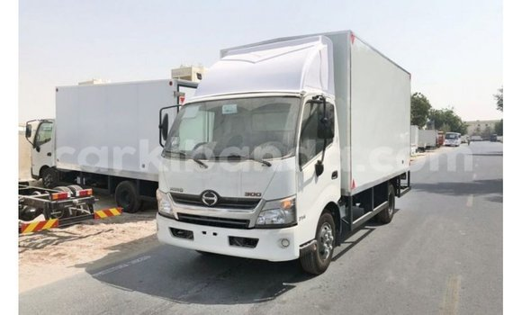 Medium with watermark hino 300 series uganda import dubai 8578