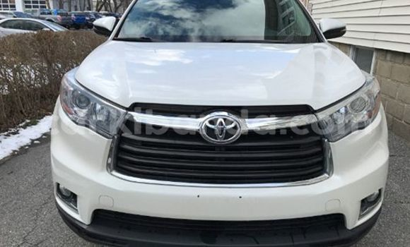 Buy Used Toyota Highlander White Car in Arua in Uganda