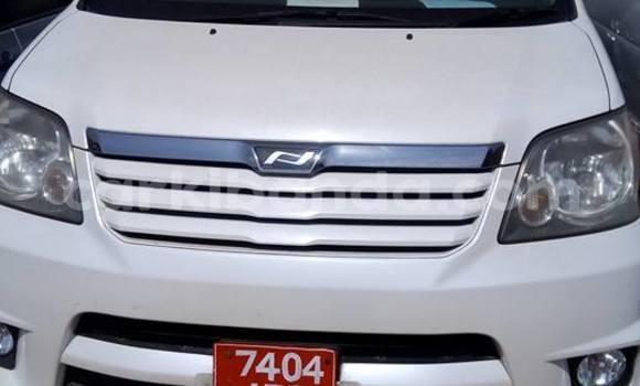 Buy Used Toyota Noah White Car in Busia in Uganda