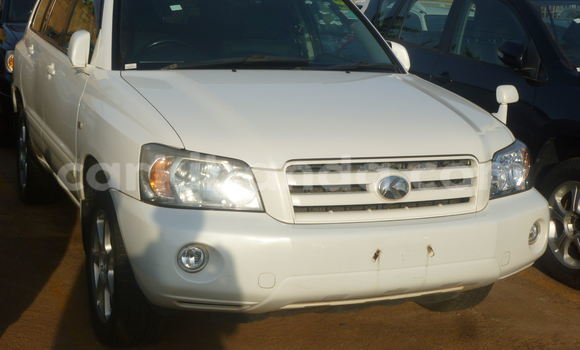 Buy Used Toyota Kluger White Car in Kampala in Uganda
