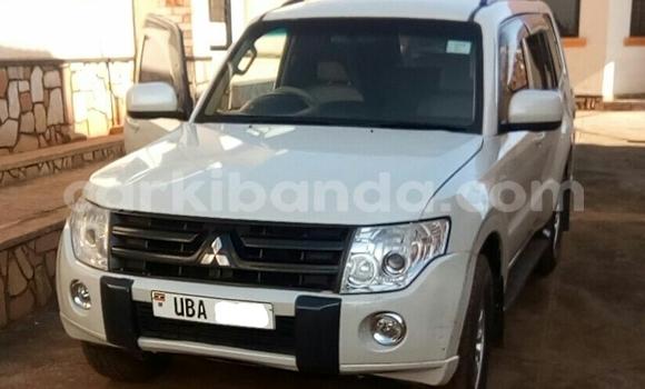 Acheter Occasion Voiture Mitsubishi Pajero Blanc à Kampala au Uganda